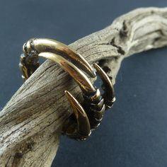Crow Claw Ring Bronze Bird Claw Ring Talon Ring door LostApostle