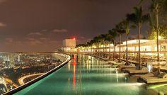 Отель Marina Bay Sands – бассейн на крыше в Сингапуре.