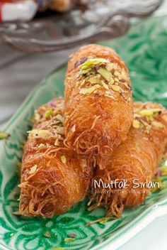 Tar… How to make Kadayif Stuffed? We also have 3 comments to give you ideas. Recipes, thousands of recipes and more … Turkish Sweets, Greek Sweets, Arabic Sweets, Arabic Food, Turkish Recipes, Italian Recipes, Wie Macht Man, Iftar, Turkish Kitchen