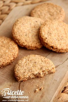Biscotti grancereale ricetta e foto Biscotti Biscuits, Biscotti Cookies, Easy Cookie Recipes, Sweets Recipes, Italian Almond Biscuits, Torte Cake, Italian Desserts, Cookie Crumbs, Healthy Cookies