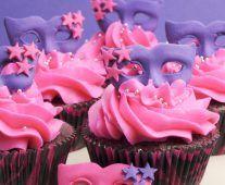 Mi a fondant? Válaszoltam a kérdéseitekre. – A tortadíszítés alapjai Fondant, Desserts, Blog, Tailgate Desserts, Deserts, Postres, Blogging, Dessert, Gum Paste