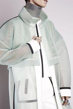 Lei-He-Autumn-Winter-collection-2015-futuristic-chic