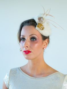 Gatsby at FORD MILLINERY. style Great Gatsby inspired hat/fascinator with faux fur, feathers & gold sequinned motif. Fascinators, Bridal Headpieces, Gatsby Hat, Spring Racing Carnival, Millinery Hats, The Great Gatsby, Blame, Lush, Faux Fur