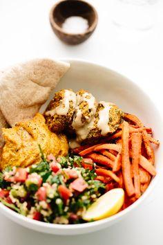 Pumpkin-lentil falafel, millet tabbouleh, pumpkin hummus, roasted cumin carrots, and warm pita bread. Clean Eating Meal Plan, Clean Eating Recipes, Healthy Eating, Pumpkin Hummus, Vegan Pumpkin, Falafels, Whole Food Recipes, Dinner Recipes, Vegetarian Recipes