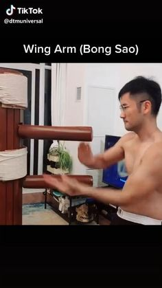 Martial Arts Wing Chun Wing Arm-Block and Punch Self Defense Moves, Self Defense Martial Arts, Martial Arts Weapons, Martial Arts Training Equipment, Martial Arts Workout, Kickboxing Workout, Gym Workout Tips, Wing Chun Training, Wing Chun Martial Arts
