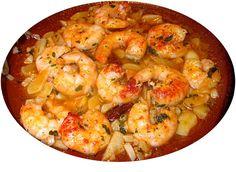 Pour passer un bon Poissons et Crustacés avec vos amis, voici une recette pour faire Gambas pimentées à l'ail.