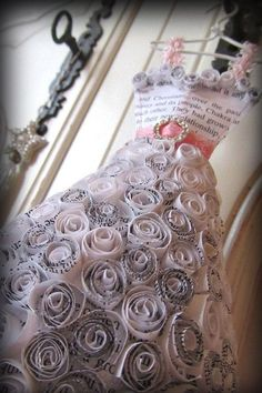 This adorable paper rose covered, ballroom style dress miniature is made from book pages. It is carefully stitched in pink cotton with pale pinkPapier Boudoir Boutique Paper Roses Ballgown by lilliputloftAmazing Paper ArtWork Dresses You Ever SeenFor Recycled Costumes, Recycled Dress, Recycled Art, Paper Fashion, Diy Fashion, Manequin, Newspaper Dress, Paper Artwork, Recycled Fashion