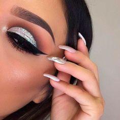 Silver glitter eye makeup, silver eyeshadow looks, cut crease glitter, glit Glitter Eyeshadow Silver, Eye Makeup Glitter, Silver Eye Makeup, Smokey Eye Makeup, Skin Makeup, Makeup Brushes, Silver Smokey Eye, Glitter Lipstick, Glitter Flats