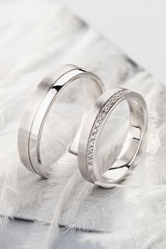 White gold wedding bands with diamonds. rings groom White gold wedding bands with diamonds. Matching Wedding Rings, White Gold Wedding Bands, Wedding Band Sets, Diamond Wedding Rings, Diamond Bands, White Gold Rings, Groom Wedding Bands, Wedding Bands Couples, Platinum Wedding Bands