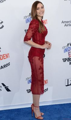 Elizabeth Olsen looks so hot in Transparent Red Outfit, Pictures that makes everyone crazy – Hot Actress Gallery Elizabeth Chase Olsen, Elizabeth Olsen Scarlet Witch, Hot Actresses, Beautiful Actresses, Elisabeth, Celebs, Celebrities, Scarlett Johansson, Foto E Video