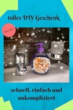 DIY Geschenk gesucht das einfach, schnell und stylish ist? Dann bist Du hier richtig. Originelle Idee für Männer, Frauen, Oma, Opa oder Freundin #diygift #diygeschenk #selbermachen bastelnmitkinder #christmasgift Origami, Soap, Bottle, Blog, Pearl, Flask, Origami Art, Jars, Soaps