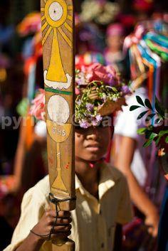 El machete de los negros representa el arma para defenderse de los diablos. Las imágenes mas comunes pintadas en los machetes son las que se pueden observar en la fotografía.