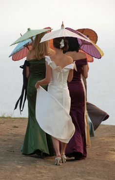 27 Unconventional Bouquets for the Non-Traditional Bride. In lieu of bouquets, for an outdoor wedding, parasols to keep the sun from baking you and to keep it out of your eyes so you don't end up squinting through every photo. Wedding Fotos, Wedding Pics, Wedding Ideas, Boho Vintage, Under My Umbrella, Umbrella Art, Bridesmaid Dresses, Wedding Dresses, Bridesmaids