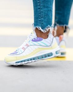Pour faire le plein de pastel, vous pouvez compter sur cette paire 🍋🍋 Baskets Nike Air Max 98, dispo sur RunBabyRun // Click to Shop. #nike #nikeairmax98 #nikes #nikeairmax #sneakers #kicks #nikesneakers #runbabyrun Basket Nike Air, Baskets Nike, Cute Shoes, Me Too Shoes, Nike Air Max, Air Max Sneakers, Shoes Sneakers, University Outfit, Pastel Outfit