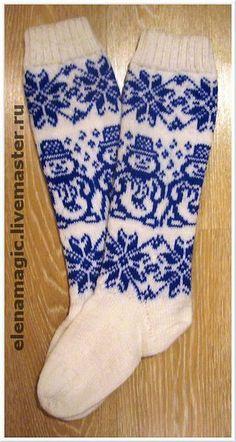 Knitted Christmas Stockings, Christmas Knitting, Knitting Socks, Hand Knitting, Fair Isle Knitting Patterns, Knitting Videos, Kids Socks, Colorful Socks, Knitting Accessories