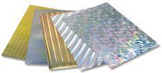 Unterschiedlich schimmernde Effekte erreichen Sie mit unserer holografischen Folie. Je nach Lichteinfall verändert die Oberfläche ihre Farbe und zeigt sich bunt und vielseitig. Mehr auf www.folia.de