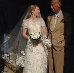 Intelligent design: #OscardelaRenta, seen posing with the bride, created the wedding gown.  What does an #AnnaWintour -hosted wedding look like? Fashion elite gather for marriage of Vogue editor's son at her chic Long Island estate
