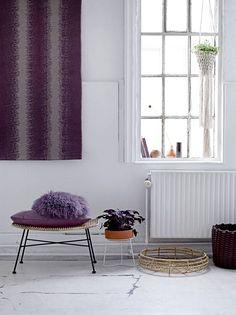 bloomingville dit sierkussen is gemaakt van wol en heeft een paars met grijze kleur