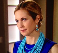 KELLY RUTHERFORD wearing Multi Strand Turquoise Necklace on Gossip Girl!