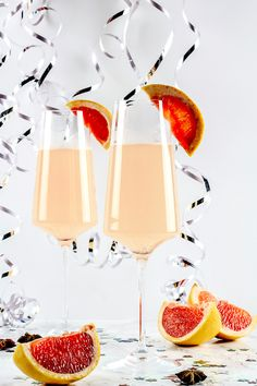 Pink Grapefruit Star Anise and Prosecco Cocktail is a perfect drink for this New Years Eve! Make your party sparkle with a bit of bubbly! Pear Vodka, Cranberry Vodka, Coconut Sorbet, Raspberry Sorbet, Prosecco Cocktails, Refreshing Cocktails, Easy Cocktails, Summer Drinks, Sangria