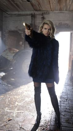 """GOTHAM: Erin Richards in the """"Mad City: Time Bomb"""" episode of GOTHAM airing Monday, Nov. 21 (8:00-9:01 PM ET/PT) on FOX. Cr: FOX."""