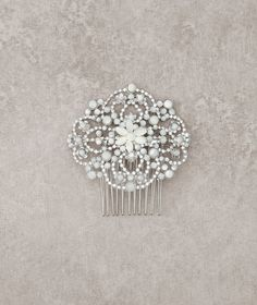Pronovias Accessories 2016 - Headpiece  www.pronovias.com/bridal-accessories/headpiece-t20-3341