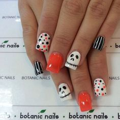 Are you looking for easy Halloween nail art designs for October for Halloween party? See our collection full of easy Halloween nail art designs ideas and get inspired! Cute Halloween Nails, Halloween Nail Designs, Halloween Orange, Spooky Halloween, Halloween Party, Halloween Ideas, Women Halloween, Halloween Season, Halloween 2017