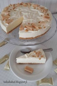 Omar-juustokakku No Bake Desserts, Vegan Desserts, Delicious Desserts, Dessert Recipes, Yummy Food, Frozen Cheesecake, Cheesecake Recipes, Sweet Bakery, Sweet Pastries
