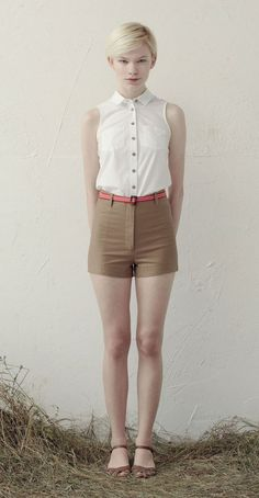 LANA White: Sleeveless blouse, collar, chest pockets, bias-cut. BROOKE Beige: High-waisted shorts with back pockets. Betina Lou Spring-Summer 2013