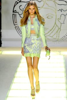 Versace Spring 2012 Ready-to-Wear Collection Photos - Vogue