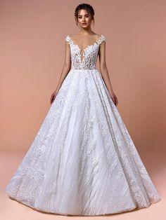 Traumhaftes Brautkleid mit Spitzenapplikationen auf Oberteil und Rock, tiefem V-Neck und Tattoo-Spitze. Rock, Wedding Dresses, Fashion, Haute Couture, Tops, Gowns, Bride Dresses, Moda, Bridal Gowns
