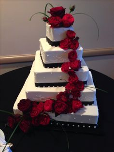 Black!white wedding cake with red roses