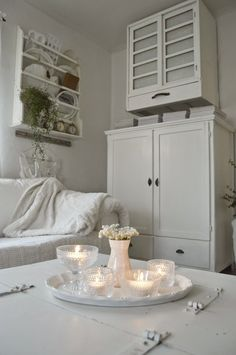 ~ hagbacken.blogspot.se ~: Iittala kastehelmi Rustic White, White White, Romantic Homes, White Houses, My Dream Home, Shabby Chic, Dining Table, Living Room, Country Life