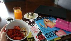 Frühstückstisch  ich liebe Urlaub. Nach dem ausgiebigem Frühstück gibt's eine Gesichts- und Haarmaske dann dreh ich nein Video für kommen Sonntag und heute nachmittag  treffe ich mich mit einer Freundin zum essen  #food #food2inspire #healthy #healthyfood #foodinspiration #foodporn #cleaneating #detox #diet #erdbeeren #strawberries #müsli #frühstück #rednails #nailsoftheday #nails #nailstagram #kaffee #espresso #instyle #filofax #filofaxdeutschland #laptop #hp #hplaptop #gutenmorgen…