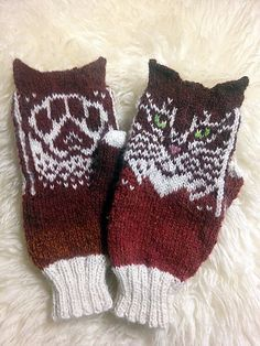 Ravelry: Double Cat pattern by Natalia Moreva Knitted Mittens Pattern, Crochet Mittens, Knitted Gloves, Knitting Socks, Baby Knitting, Knitting Patterns, Thick Yarn, Tapestry Crochet, Cat Pattern