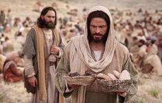 DIOS ME HABLA HOY: Marcos 8, 1-10 Milagro de la multiplicación de los panes y los peces http://es.catholic.net/op/articulos/64316/pan-para-el-milagro.html
