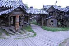 Russian film set, trying to recreate the rus/viking town of Novgorod at the end of the first millenium CE. Though it is a somewhat imagined design, the lay out follows histoirical evidence. Novgorod was a vital trading post between the baltic sea in the north, and Byzantium in the south. Here the pagan norse and slavic cultures merged and coexisted peacefully. http://users.stlcc.edu/mfuller/NovgorodArchitecturep.html