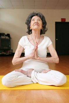 92 year old woman-still fit Guinness, Tao Porchon Lynch, Living A Healthy Life, My Yoga, Old Women, Getting Old, Healthy Tips, Year Old, People