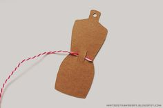 DIY: Dressform Embroidery Thread Holders @mintedstrawberry.blogspot.com #springcleaning #organizing #dressform #twineholder