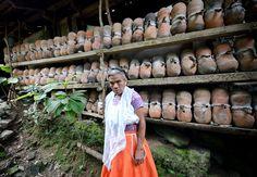 Producción de miel virgen en ollas de barro de Cuetzalan del Progreso, Puebla.