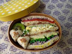 posted by @kkMiracle3 キャラウェイシード入りのピタパン⁈サンドイッチ。#obentoart #お弁当