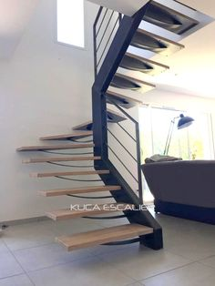 Loft - rampes lisse acier - limon axial en tube acier - marches bois s.