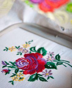 Картины цветов ручной работы. Ярмарка Мастеров - ручная работа. Купить ВЫШИВКА алая роза. Handmade. Комбинированный, красная роза