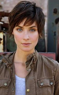 Long pixie hairstyles are awesome! Yes, this look is so awesome! Long pixie hairstyles are Short Hair Styles Easy, Short Hair Cuts, Curly Hair Styles, Short Pixie, Short Bangs, Messy Pixie, Short Shag, Pixie Bob, Shaggy Pixie Cuts