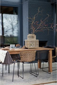 Dining Chair wings polyester with metal leg in black for inside and outside use / Living Roots