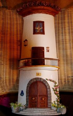 Sí, aunque no parezca, estas casas no son reales! Son pequeñitas, y tú también puedes hacerlas. Manuela Rubio Ortiz comparte con nosotros estas bellísimas creaciones hechas con tejas. Quedan muy decorativas y te enseñamos a realizarlas a continuación.