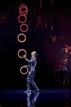Kooza Cirque Du Soleil, Juggling. AnMPlay loves the circus.