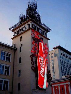 Coca-Cola Building Coca Cola Drink, Pepsi, Advertising Signs, Vintage Advertisements, Coca Cola Addiction, Cola Wars, Cocoa Cola, Best Soda, Always Coca Cola
