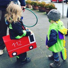 Feuerwehr-Zwuggel und Drachen-Wutz - kugelfisch-blog.de Bear Cakes, Woodland Party, Holiday Cocktails, Firefighter, Cool Kids, Baby Strollers, Carnival, Costumes, Halloween Karneval
