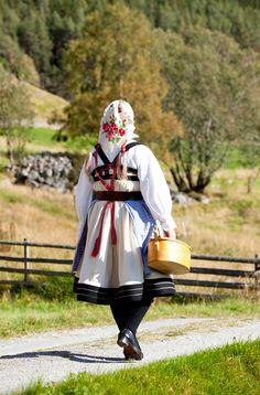 Folk costume of Setesdal, Norway Photo: Laila Duran Art Costume, Folk Costume, Costumes, Meanwhile In Finland, Beautiful Norway, Folk Fashion, Everyday Dresses, Historical Costume, Folklore